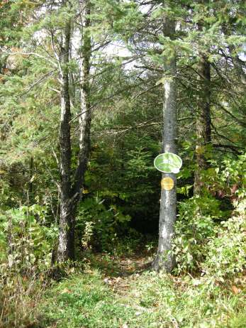 Trail sign on des Pommiers.